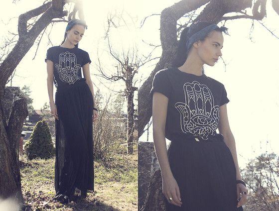 Holzweiler Headscarf, Iam Vibes T Shirt, Only Skirt, Tom Wood Rings, Din Sko Shoes