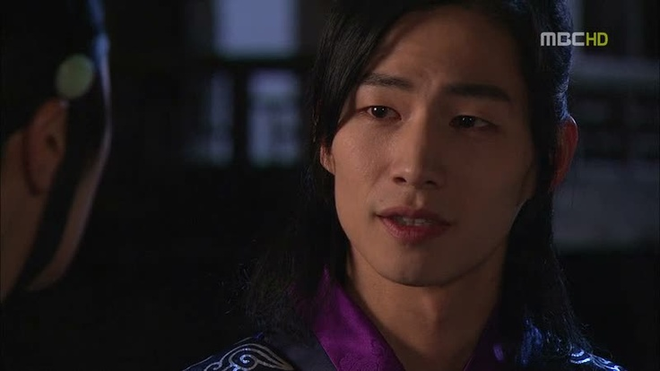 woon. lee hwon's body guard. yeom and yang-myung's friend.