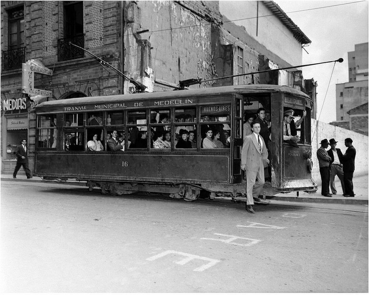 was inaugurated on October 12, 1921 and was the engine of progress Medellin.