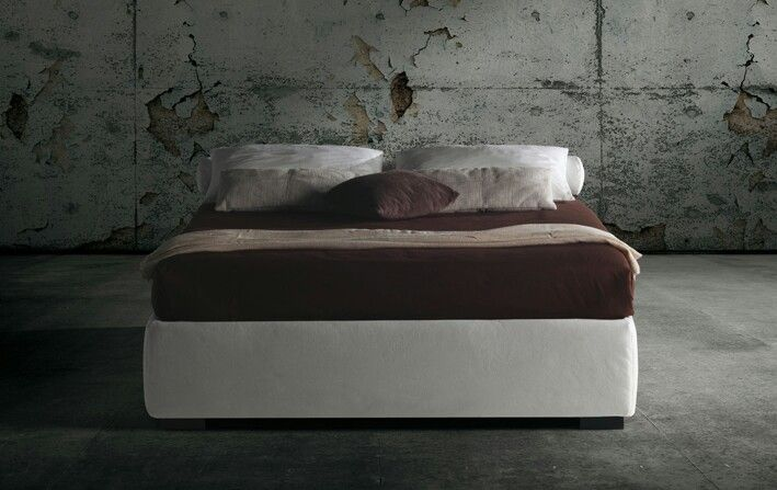 The Raja bed base is distinguished by a thick upholstered side frame. It is available with either a fixed slatted bedstead or with two storage variations. Milano Bedding http://www.milanobedding.it/
