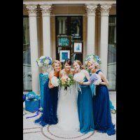 Подружки невесты в синих воздушных платьях