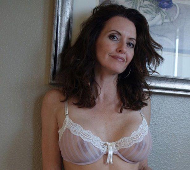 Moms Sexy Bra - Porn Pics And Movies-2403