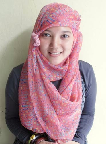 Hijab   Polka Shawl in Pink    www.jiilaanhijabs.com
