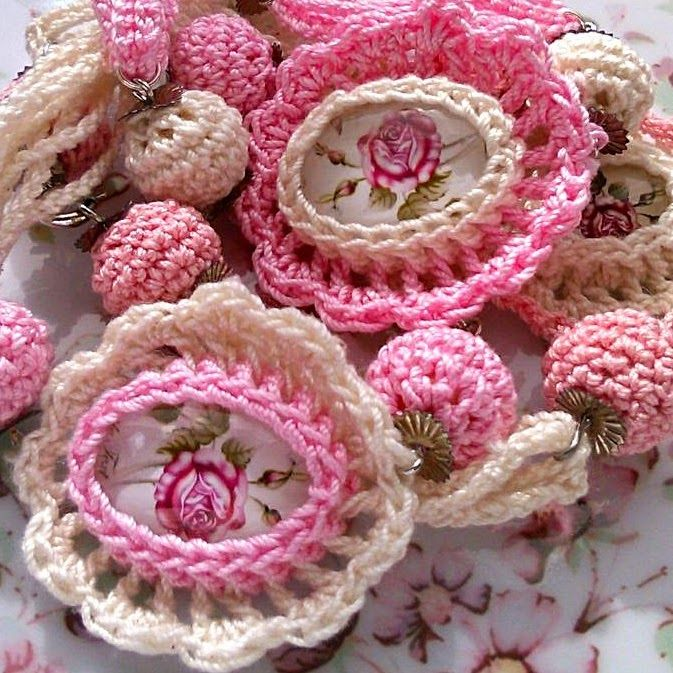 Belinda világa Crochet bracelets - cabochon roses