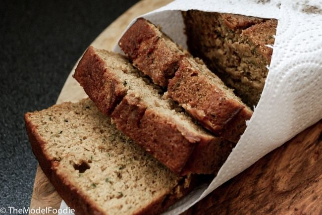 Cinnamon Banana Bread... a super healthy version you can enjoy anytime. Recipe on TheModelFoodie.com