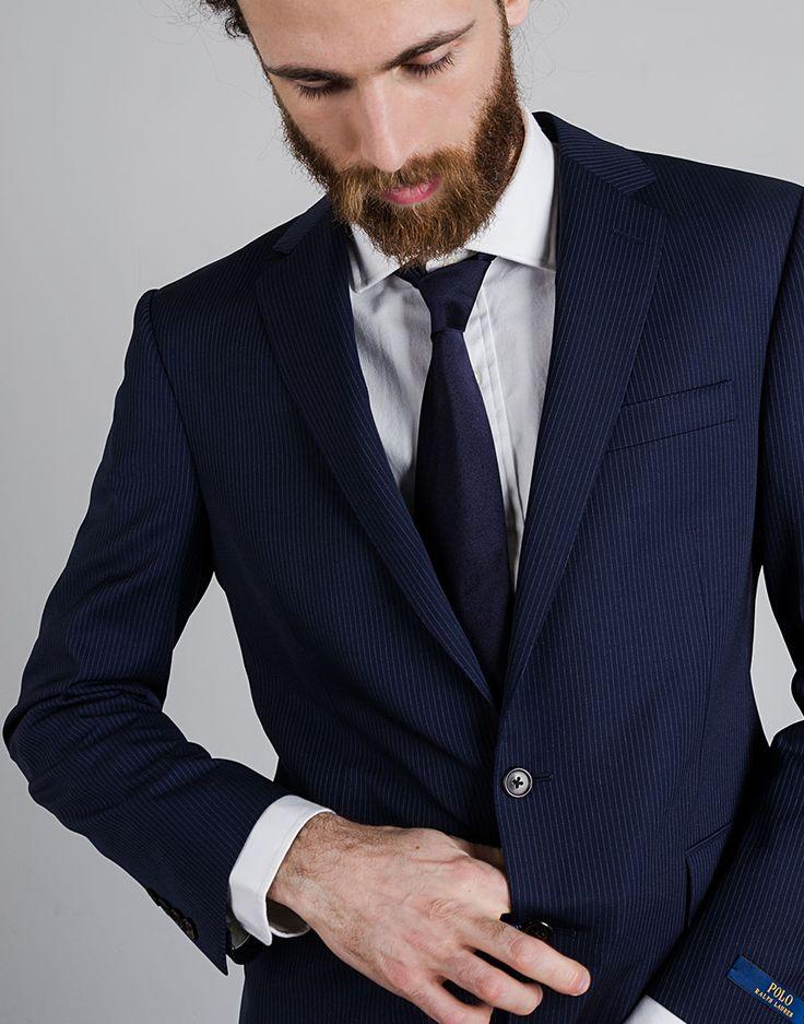 Vestito blu scuro cravatta nera