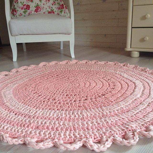 коврик из ленточной пряжи