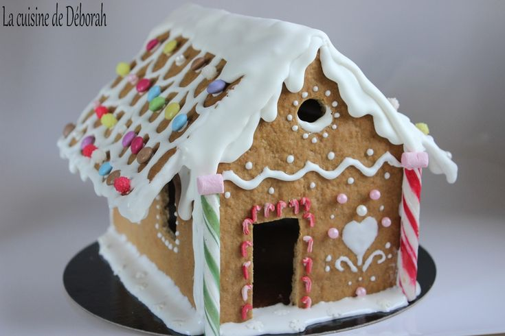 Maison en pain d'épices / Gingerbread house recipe! Step by step pictures and instructions to make this gingerbread house!
