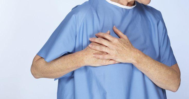 Por quanto tempo pode demorar a dor de um ataque cardíaco?. A American Heart Association (Associação Americana do Coração) afirma que a descrição das características de um infarto no senso comum — um acontecimento súbito, intenso e evidente — é normalmente uma crença falsa. A dor de um ataque cardíaco varia de caso em caso.