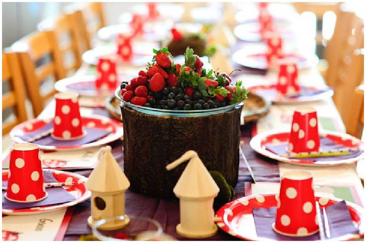 Cute table setting that incorporates party favors/crafts (paint your own birdhouse).   -from pizzazzerie.com