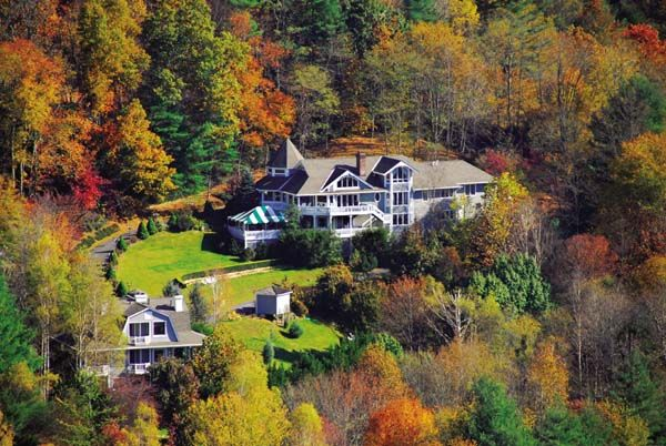 Innisfree Inn By-The-Lake is a Romantic Bed and Breakfast Inn located in the mountains.