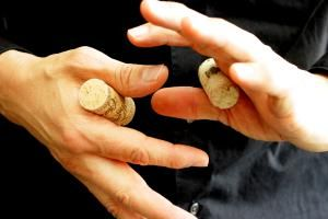 38 Easy Magic Tricks for Beginners and Kids: The Impassable Corks