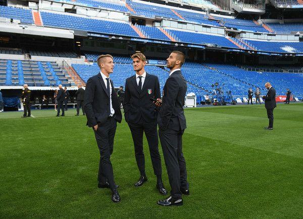 (L-R)  Andrea Conti,  Daniele Rugani and Leonardo Spinazzola of Italy chat at Estadio Santiago Bernabeu on September 1, 2017 in Madrid, Spain.