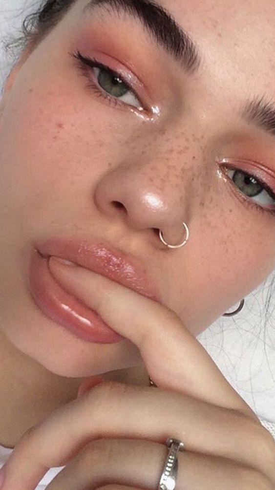 Die verrückten Gesichtsmaske Instagram Modelle können nicht genug bekommen