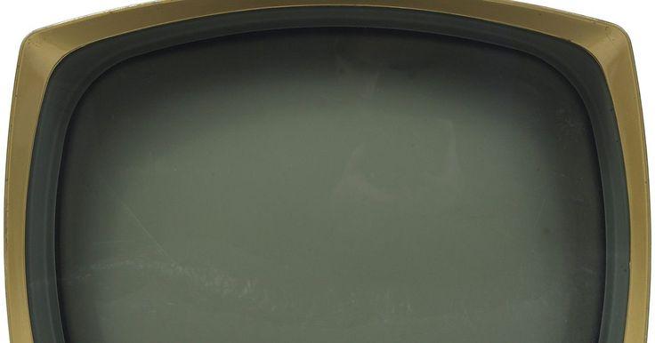 Cómo conectar un decodificador digital a un televisor antiguo. La transición a la televisión digital se completó en junio del año 2009, y tu hijo adolescente acaba de llevar a casa un boletín con excelentes calificaciones. Es hora de comprar un decodificador y desempolvar el antiguo televisor del garaje para instalarlo en su habitación como premio a su esfuerzo.