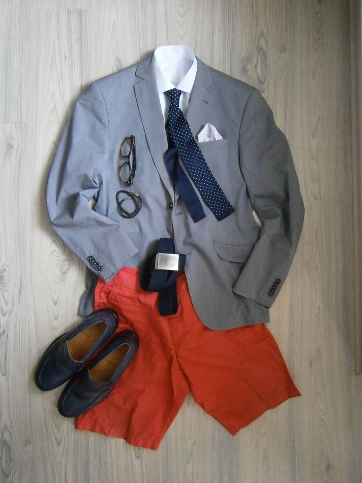 light grey unlined cotton jacket / carrot shorts / white long arm shirt / blue knitted tie with polka dots in white / white cotton handkerchief / blue leather loafers / blue cotton belt / no socks / brown accesoires