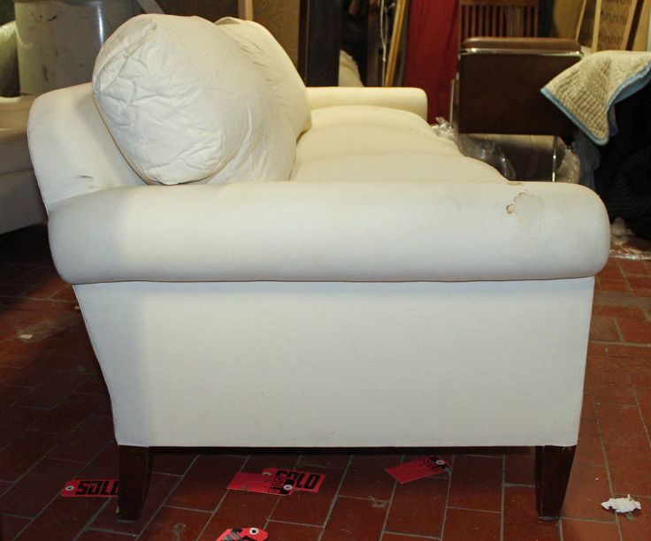 Objectiques dealer in LIC - reasonable prices.  Elegant, Very Comfortable Fully Refurbished Sofa in Muslin   From a unique collection of antique and modern sofas at https://www.1stdibs.com/furniture/seating/sofas/