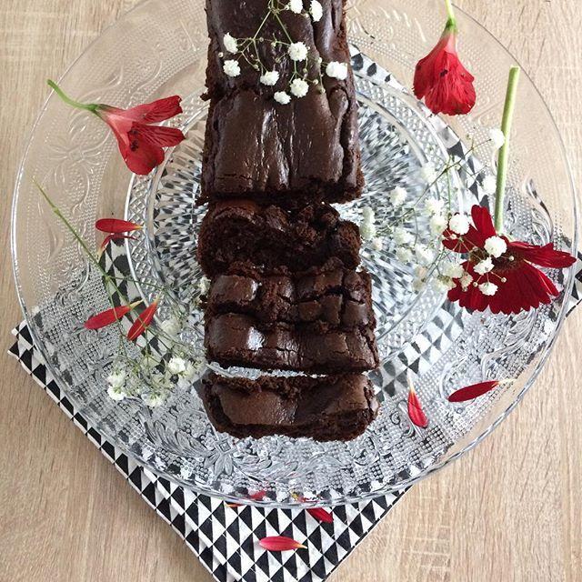 [ Parfait au chocolat | sans beurre & sans sucre | & sans œufs car j'ai oublié de les mettre dans la préparation 🙄😅| d'après la recette de @lalignegourmande | 🌸] #healthyfood #healthy #chocolate #chocolat #sugarfree #butterfree #instafood #food #frenchblog #blogueuse #blog #cooking #february #flowers #winter #instacook #cook #cuisine #blackchocolate #cake #gourmandise #patisserie #france #southoffrance #kitchen #recette #vegan #veganfood #vegetarianfood