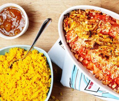 En modern variant på klassikern falukorv i ugn får du genom att smaksätta korven med den currystekta löken. Tillsammans med smakhöjaren mango chutney får rätten lite extra sting. Lättlagad då falukorven reder sig självt i ugnen.