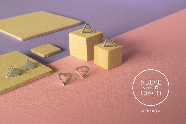 Capsula N° 1. Línea • Nueve Veinticinco • by Rie Simona. Aros de plata 925, hechos a mano y con mucho amor. www.riesimona.com.ar