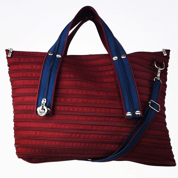 """Modello """"MIA"""" disponibile online su www.ghostzip.com"""