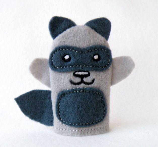 Waschbär Fingerpuppe // raccoon glove puppet by Tinas-Passion via DaWanda