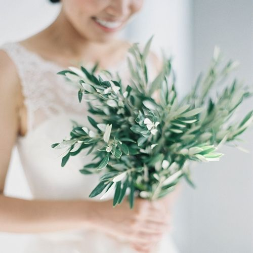 Green is the colour of 2017. Choose vibrant or soft green tones for your bouquet and wedding theme and be classy and chick | Chick wedding in Greece