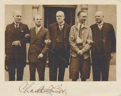 """Amerik. Botschafter Schurmann, Charles Levine Reichskanzler Dr. Marx, Clarence Chamberlin u. Außenminister Dr. Stresemann"""" laut Zeitungsnotiz, """"Der Empfang der amerikanischen Flieger beim deutschen Reichskanzler, Juni 1927"""