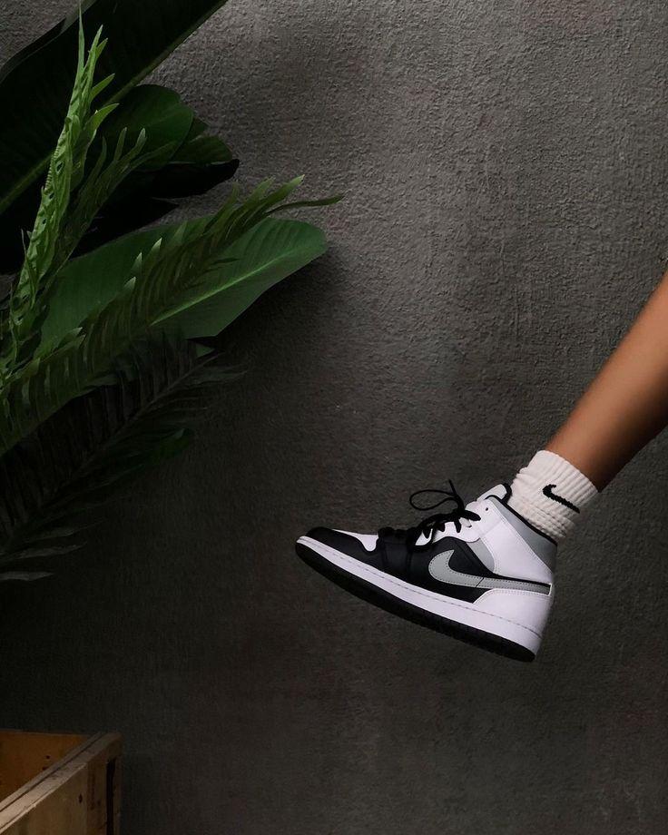 Air Jordan 1 Mid White Shadow | Chaussures air jordan, Chaussure ...