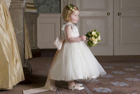 """Depois do vestido de noiva, a próxima missão é escolher o vestido da """"daminha"""" ou das """"daminhas"""", então escolhi alguns vestidos lindíssimos para vocês se inspirarem e começarem a pensar se vão comprar, alugar ou mandar fazer os vestidos das..."""