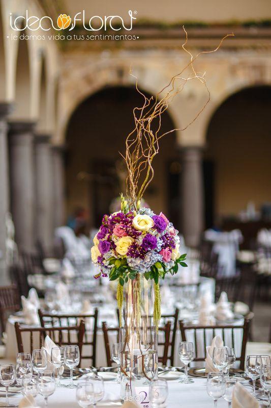 Las 25 mejores ideas sobre centros de mesa altos en for Mesas de cristal para bodas