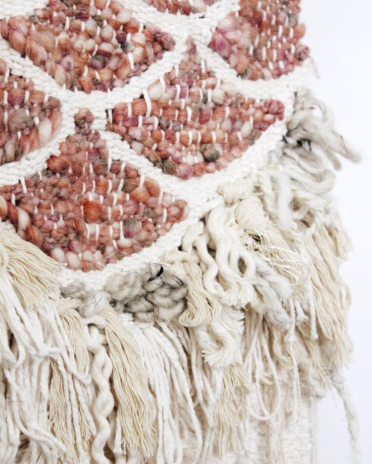 I packaged this fringe scallop weave up for its new home today! It's been a while since I created a shaggy chaos weave and I had so much fun going through all of my neutral fibers. Do you have a favorite style/technique that you would like to revisit?