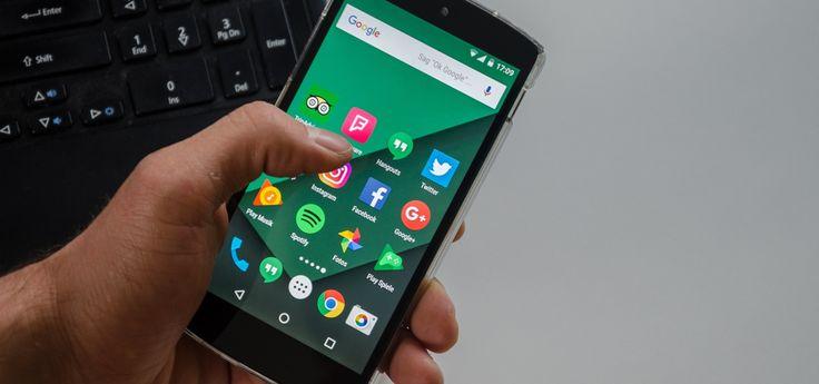 Wer gerne Spiele auf dem Smartphone spielt, sollte aufpassen: Etliche Spiele-Apps enthalten eine Software, die Umgebungsgeräusche aufnimmt – selbst wenn Spiel gar nicht im Einsatz ist. Die aufgenommenen Daten werden wie so oft zu Werbezwecken genutzt. So könnt ihr euch schützen.