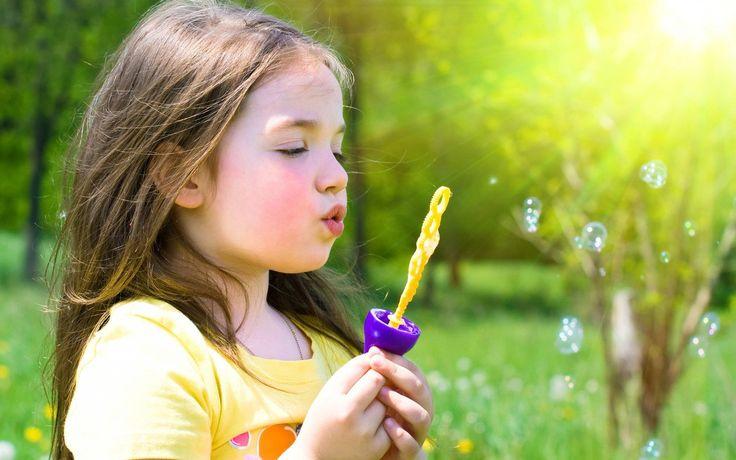 Cabelos longos bolhas luz solar crianças soprando bolhas wallpaper | 1680x1050 | 313.662 | WallpaperUP