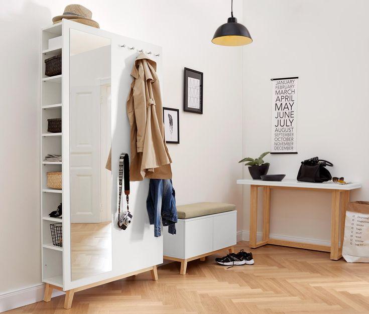9990 Kč | Nábytek s úložným prostorem  Tato skříň do předsíně s čistým skandinávským designem z naší série nábytku v severském stylu nabízí variabilní úložný prostor.