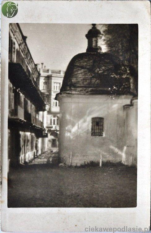 Studnia pałacowa i ulica zamkowa