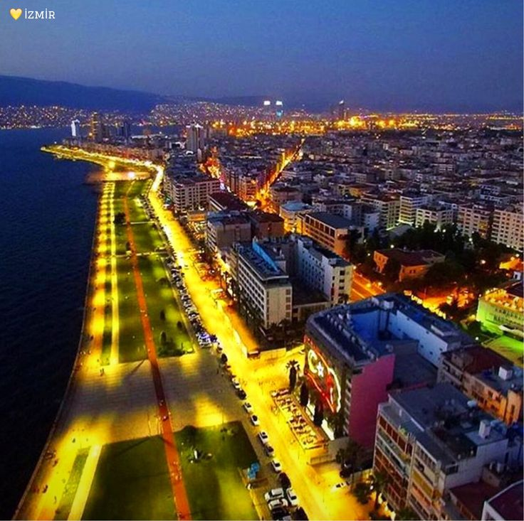 #伊茲密爾 海濱的夜晚,燦爛而迷人。©ayhandalgic