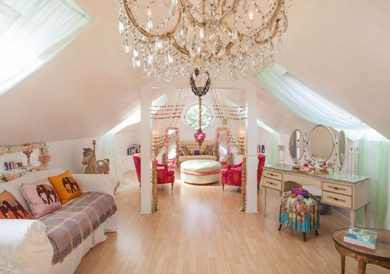 Yep, this is what I would do with part of my loft conversion,,, if I had a loft, if I had a house. Lol!