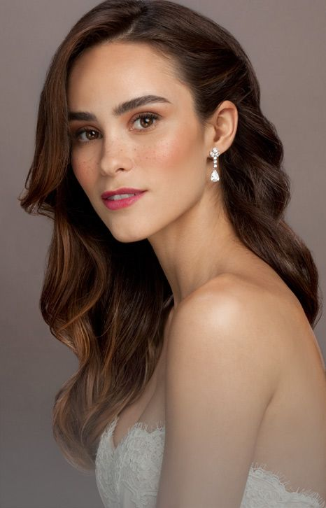 The Ivy 2 | Bridal | Glamsquad. Smooth waves with one side pinned back to showcase a flawless décolletage