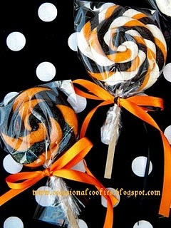 Halloween Lollipop Cookies. Instructions are here: http://www.sweetsugarbelle.com/blog/2011/06/lollypop-cookies/