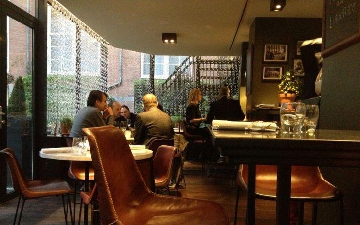 Le Petit Bistro: new at The Grand Petit Bistro is de nieuwste aanwinst van The Grand, het bekende luxueuze en statige hotel (in het oude stadhuis!) op de Oudezijds Voorburgwal. Grenzend aan het sterrenrestaurant Bridges vind je hier een drie-gangen-menu voor 36 euro. Dé kans om in een sfeervolle en intieme bistro te genieten van de culinaire kunsten van sterrenchef Joris Bijdendijk en een heerlijke avond door te brengen in de luxe sferen van The Grand.