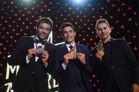 Top 3 world championship 2016 : 1: Marc Márquez ✋ 2: Valentino Rossi 3: Jorge Lorenzo