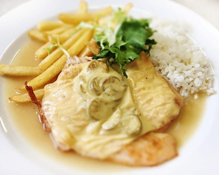 Denné menu Vranov | Kurací filet zapečený s olivami a syrom, ½ ryža, ½ zemiakové hranolky - reštaurácia Hotel Patriot*** #hotel #restauracia #dennemenu