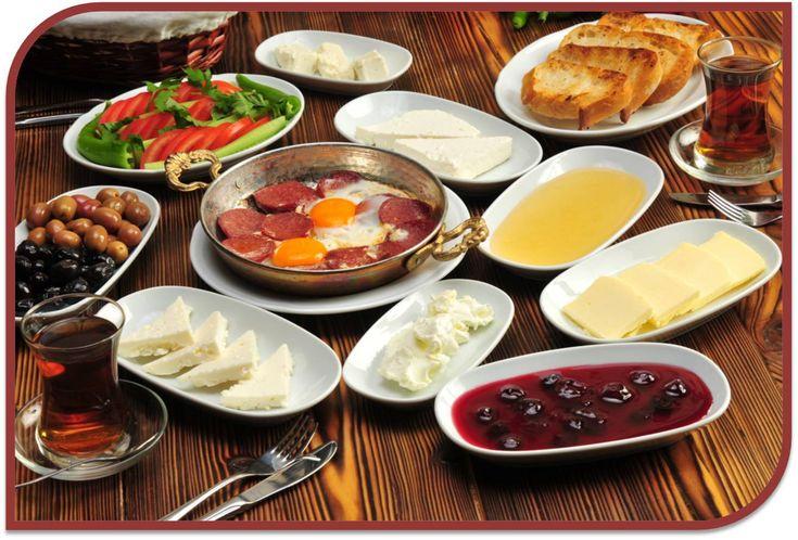 Yemek yemek üstüne ne düşünürsünüz bilmem Ama kahvaltının mutlulukla bir ilgisi olmalı