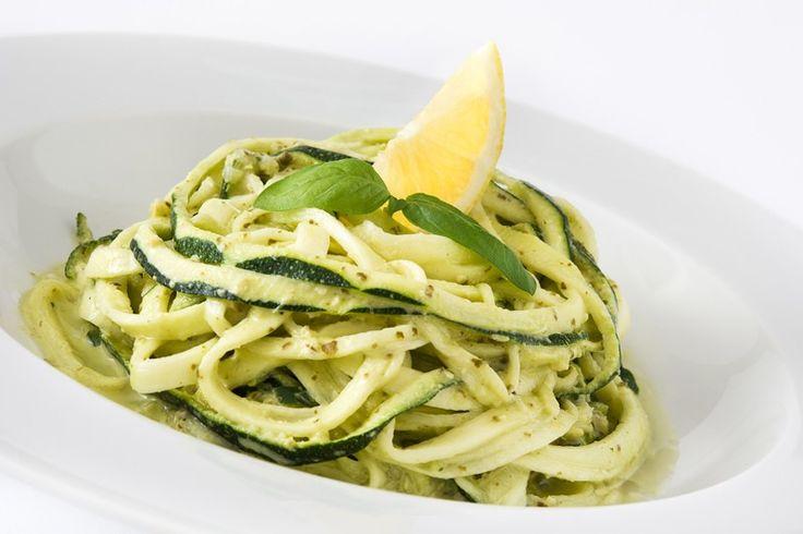 La pasta cremosa zucchine e limone è un primo piatto semplice e veloce da preparare ma dal risultato finale per niente scontato. Ecco come prepararla