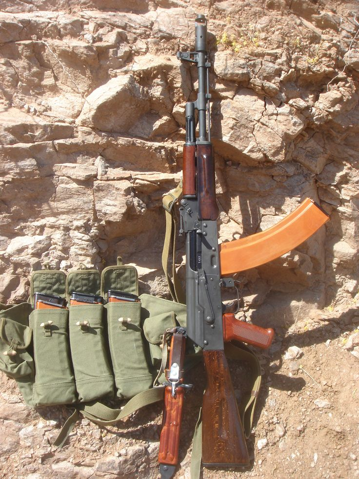 Beautiful 5.45x39mm AK74 with 45 round bakelite magazine and chicom chestrig.