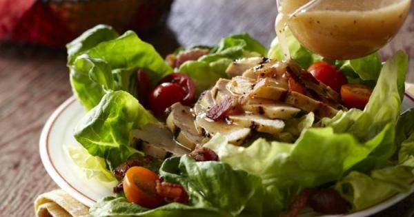 Salade BLT avec poulet au poivre et citron | Bien Faire