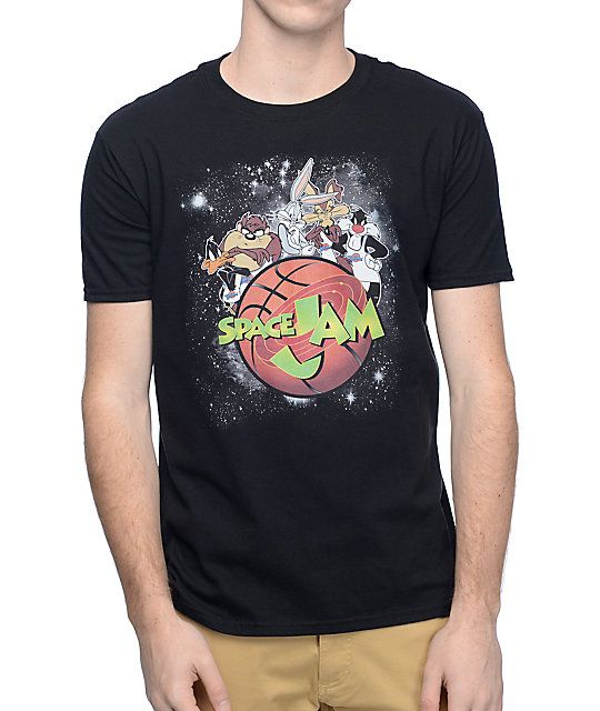 You know you're a 90's kid when you look at this shirt and the Space Jam song starts to play in your head. The Space Jam black t-shirt brings a throwback style to your look with a screen printed Looney Tunes movie graphic on the front, showing the Tune Sq