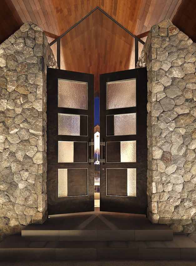hotels resorts amazing contemporary villa interior design overlooking blue ocean scene black entrance - Glass Front Hotel Decoration