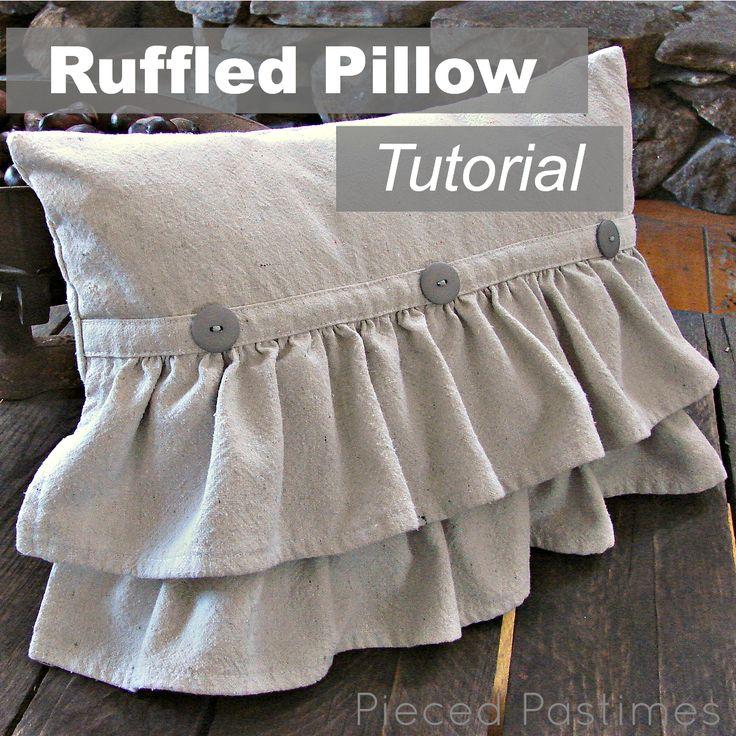 almohadon con dos bolados y botones